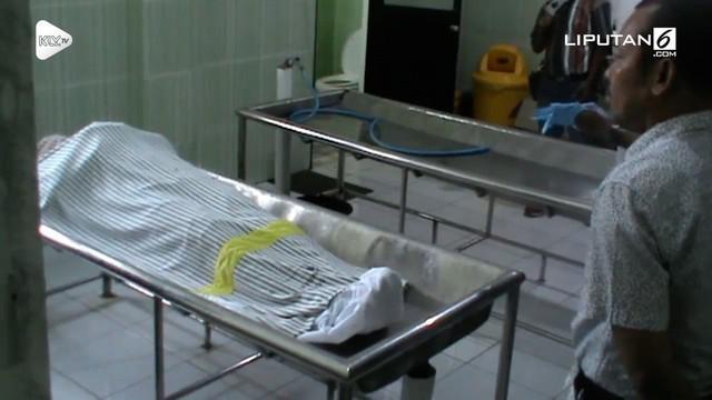 Dua orang mahasiswa asal Papua yang sedang kuliah di Jembes tewas secara berurutan. Walau diduga keracuna miras, namun polisi belum bisa menyimpulkan.