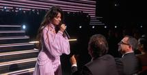 Camila Cabello sukses membuat suasana Grammy Awards ke-62 menjadi syahdu. Tampil anggun dengan gaun pinknya, ia mempersembahkan lagunya yang berjudul 'First Man' untuk laki-laki yang paling dicintainya, yakni sang ayah, Alejandro. (Instagram/camila_cabello)