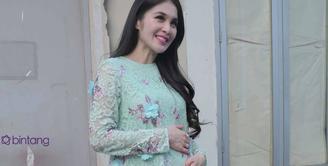 Kehamilan Sandra Dewi sudah memasuki usia tujuh bulan, tapi aktivitasnya justru semakin banyak.