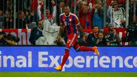 Bek Bayern Muenchen,  Jerome Boateng merayakan selebrasi usai mencetak gol ke gawang Porto di leg kedua perempat final Liga Champions di Allianz Arena, German, Rabu (22/4/2015). Bayern Muenchen menang 6-1 atas Porto. (Reuters/Kai Pfaffenbach)