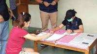 Tes urine dan razia narkoba di kos putri, Purwokerto. (Foto: Liputan6.com/BNNK Banyumas/Muhamad Ridlo)