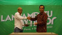 Peluncuran aplikasi transportasi online MyTimor milik anak usaha Telkom Group, Telkomcel oleh CEO Telkomcel Yogi Rizkian Bahar dengan Direktur Utama Corrotrans Timor-Leste Fernando. (Foto: Telkom Group)