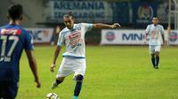 Gustavo Lopez saat bermain untuk Arema melawan PSIS di PGK II, Jumat (23/2/2018). (Bola.com/Iwan Setiawan)