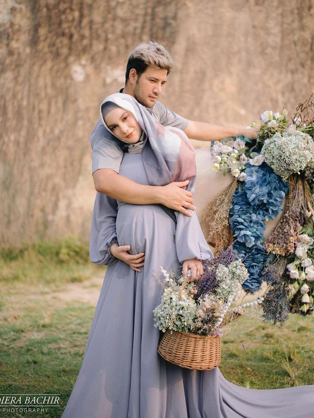 [Fimela] Irish Bella dan Ammar Zoni Maternity Shoot