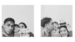 Keluarga kecil ini merayakan ulang tahun Sekala yang ke-3 pada 24 Mei 2019 lalu. (Liputan6.com/IG/@ayudiac)