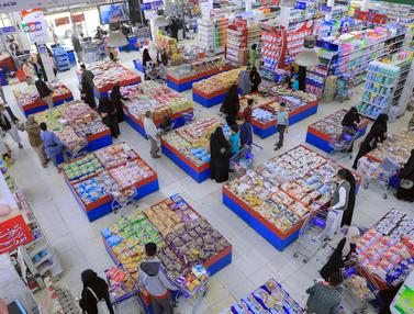 Warga Yaman Sibuk Belanja Sambut Idul Adha
