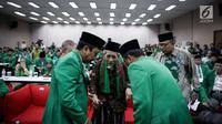 Ketua Dewan Syariah PPP Maimun Zubair tampak hadir dalam Rapimnas II PPP versi muktamar Surabaya di Jakarta, Selasa (23/5). Acara ini dihadiri Ketua Dewan Syariah PPP Maimun Zubair dan fraksi-fraksi PPP dari berbagai daerah. (Liputan6.com/Faizal Fanani)