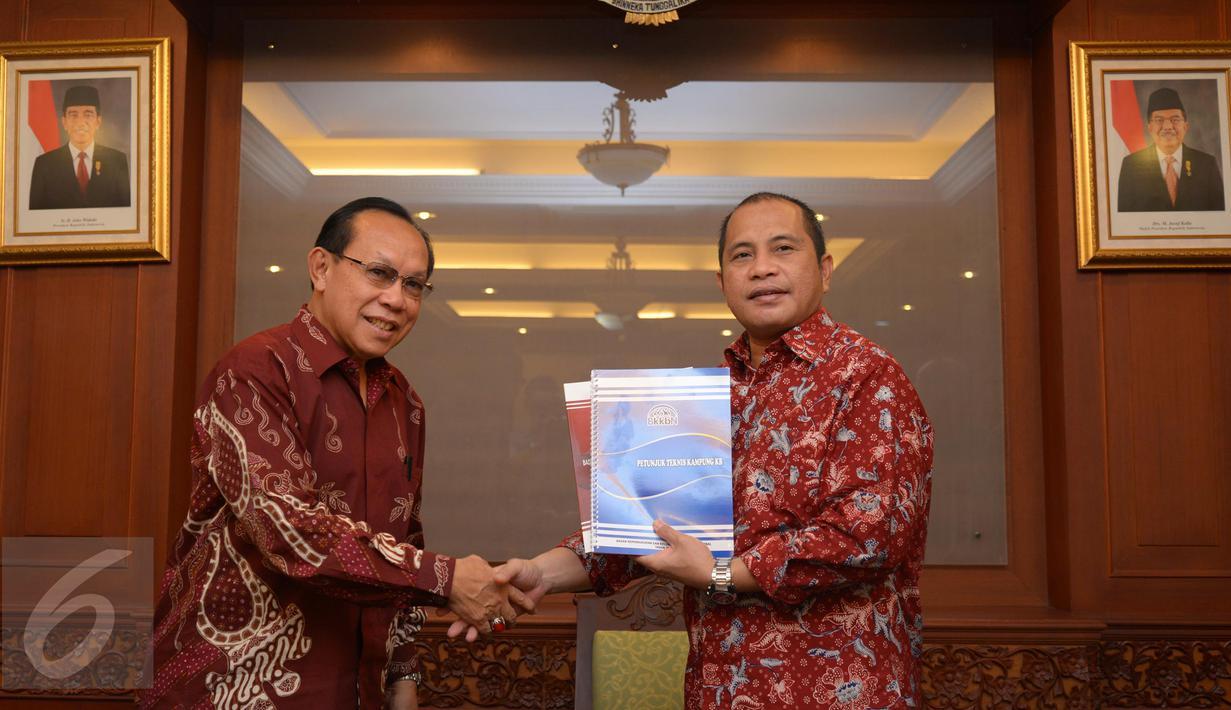 Menteri Desa, PDTT Marwan Jafar (kanan) menerima Kepala Badan Kependudukan dan Keluarga Berencana Nasional (BKKBN) Surya Chandra Surapaty (kiri) beserta jajarannya di Kantor Kemendesa, PDTT, Jakarta, Rabu (3/2/2016). (Foto: Wahyu Wening)