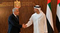 Menteri Luar Negeri Israel Yair Lapid hari Selasa (29/6) meresmikan Kedutaan Besar Israel di Uni Emirat Arab (AP)
