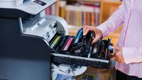 Kartrid palsu sebagian besar adalah kartrid cetak yang diisi ulang dan diproduksi kembali dalam kemasan seperti merk aslinya. Padahal secara kualitas jauh dan dapat mengancam ketahanan printer.