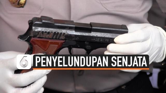 Seorang TKI bernama Wiluyo asal Ngombol, Purworejo, Jawa Tengah diamankan polisi. Ia  kedapatan menyelundupkan sebuah pistol melalui pelabuhan Tanjung Perak Surabaya.