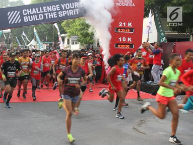 Peserta Semen Indonesia Trail Run 2018 saat start pada Lomba Lari Trail Pertama di kawasan Pabrik Semen dan AreaAreaPascatambangdi Gresik, Minggu (11/11). Lomba lari trail ini diikuti dua kategori. (Liputan6.com/HO/Eko)