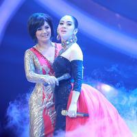 Krisdayanti dan Syahrini (Foto: Galih W. Satria/Dok. Bintang.com)