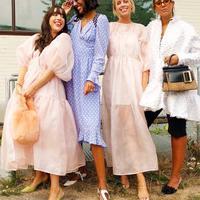 Simak di sini tren ugly dress yang akan mendominasi tahun 2019 ini.