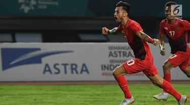 Penyerang Indonesia, Stefano Lilipaly berselebrasi usai mencetak gol ke gawang Hong Kong pada pertandingan terakhir Grup A sepak bola Asian Games 2018 di Stadion Patriot Candrabhaga, Senin (20/8). Indonesia menang 3-1. (Kapanlagi.com/Agus Apriyanto)