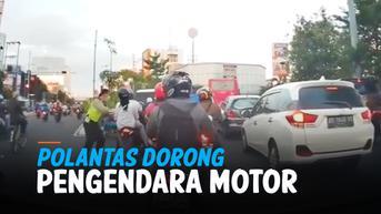 VIDEO: Rekaman Polantas Dorong Pengendara Motor Hingga Jatuh