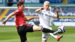 Ezgjan Alioski. Sayap Makedonia Utara berusia 29 tahun ini tidak diperpanjang kontraknya bersama Leeds United setelah bergabung sejak 2017/2018. Ia total telah tampil dalam 171 laga dengan torehan 22 gol dan 9 assist. Galatasaray menjadi salah satu peminatnya. (Foto: AFP/Pool/Peter Powell)