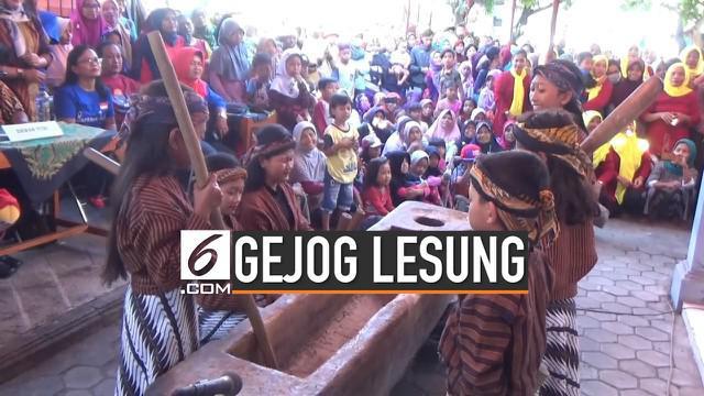 Berbagai cara masih terus dilakukan untuk melestarikan kesenian tradisional gejog lesung atau seni menumbuk padi pada zaman dahulu. Salah satunya dengan menggelar festival gejog lesung, seperti yang dilakukan di Klaten, Jawa Tengah.