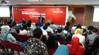 Direktur Global Aging Institute (GIA), Richard Jackson, memberikan kuliah umum di Kampus Management Magister Universitas Indonesia (Foto: Pebrianto Eko/Liputan6.com).