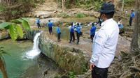 Seorang pria atas nama Nanang Dwi Chawono (23), meninggal dunia usai tenggelam saat berenang di telaga Bidadari Batam. (Liputan6.com/ Ajang Nurdin)