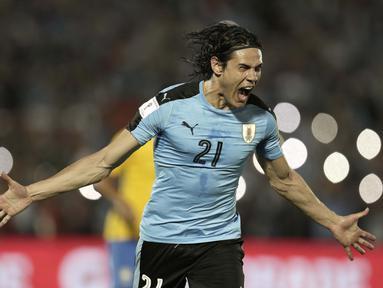 Pemain Uruguay, Edinson Cavani saat ini memimpin top scorer sementara babak kualifikasi zona CONMEBOL dengan sembilan gol. (AP/Natacha Pisarenko)