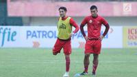 Addison Alves (kiri) saat mengikuti latihan bersama Persija di Stadion Manahan Solo, Jawa Tengah, Minggu (11/2). Addison Alves yang musim lalu membela Persipura telah diumumkan bergabung dengan Persija, Kamis (8/2/2018). (Liputan6.com/Helmi Fithriansyah)