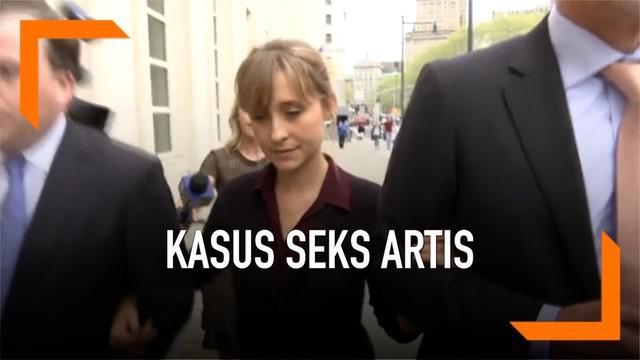 Allison Mack mengaku bersalah atas kasus pemerasan dan dugaan membantu perekrutan budak seks dalam sebuah organisasi. Allison adalah aktris