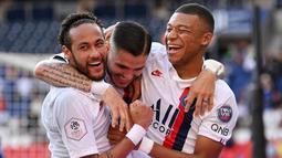 1. Paris Saint-Germain - Skuat Thomas Tuchel melaju ke perempat final usai mendepak Dortmund dengan keunggulan agregat 3-2. Tim bertabur bintang asal Prancis ini menjadi salah satu kandidat juara Liga Champions musim ini. (AFP/Anne-Christine Poujoulat)