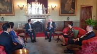 Dubes RI untuk Australia, Y. Kristiarto S. Legowo, berbincang dengan Gubernur negara bagian New South Wales dalam kunjungan diplomatik ke Sydney pada 23 Mei 2018 (ISTIMEWA)