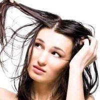 Ilustrasi rambut berminyak.