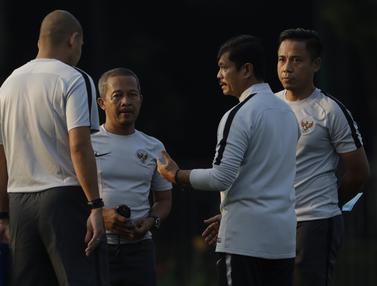Pelatih Timnas Indonesia U-22, Indra Sjafri. (Bola.com/Vitalis Yogi Trisna)