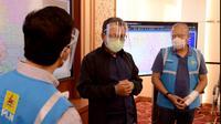 Menteri ESDM Arifin Tasrif saat memantau langsung ke Posko Siaga Banjir PLN Unit Induk Distribusi Jakarta Raya (UID Jaya), Minggu (21/2/2021). Dok Kementerian ESDM