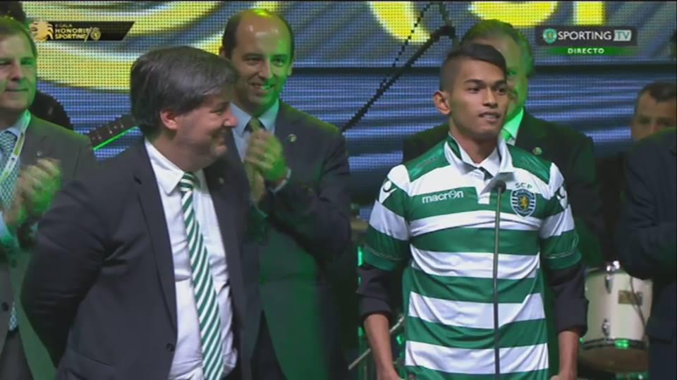 Martunis saat diperkenalkan sebagai pemain Sporting Lisbon. (Facebook/Martunis)
