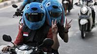 Sejumlah anggota dari komunitas Elmo And Friends berkonvoi menggunakan sepeda motor di kawasan Menteng, Jakarta, Minggu (11/11). Dengan mengenakan batik, mereka melakukan konvoi dalam rangka merayakan Hari Pahlawan. (Merdeka.com/ Iqbal S. Nugroho)