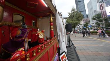Penampilan wayang potehi di Taman Budaya Dukuh Atas, Jakarta, Jumat (7/2/2020). Pagelaran pertunjukan wayang Tionghoa ini merupakan rangkaian kebudayan imlek yang di gelar oleh Pemprov DKI Jakarta. (Liputan6.com/Angga Yuniar)