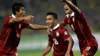 Pemain tim nasional Thailand, Chanathip Songkrasin (tengah). (AFP/Manan Vatsyayana)