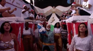 Ratusan tahanan perempuan menghias penjara di Brazil. Selain itu mereka juga menampilkan kesenian tentang Natal.