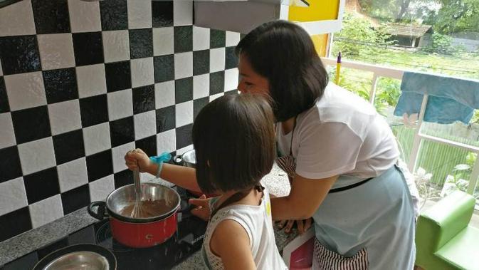 Dengan Mengajak Anak Memasak Si Kecil Belajar Banyak Hal Health Liputan6 Com