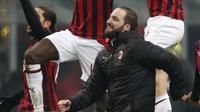 Gonzalo Higuain rayakan kemenangan AC Milan (AP Photo/Antonio Calanni)