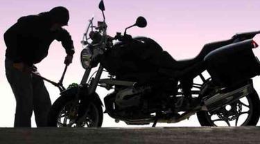 Polisi Ringkus Residivis Berkongsi dengan Ibu Rumah Tangga Curi Motor