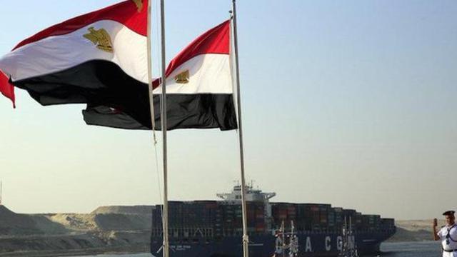 Bendera Mesir berkibar di Terusan Suez (AFP)