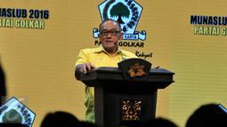 Ketua Dewan Pembina Partai Golkar Aburizal Bakrie berpidato dalam Penutupan Musyawarah Nasional Luar Biasa di Nusa Dua, Bali (16/5). Setya Novanto terpilih sebagai Ketua Umum DPP Partai Golkar secara aklamasi dalam Munaslub. (Liputan6.com/Johan Tallo)