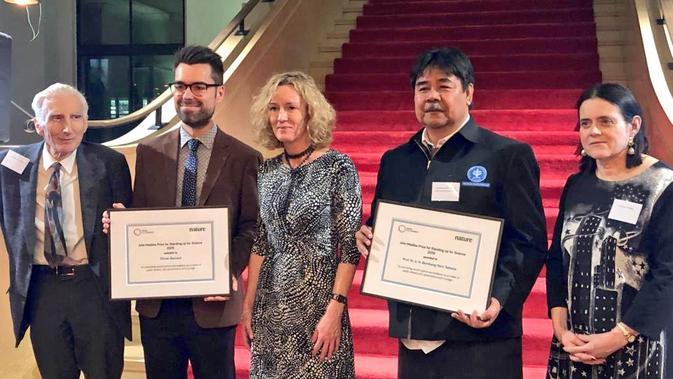 Guru Besar Institut Pertanian Bogor (IPB) Bambang Hero Saharjo mendapat anugerah sains John Maddox Prize 2019 di London (sumber: KBRI London)