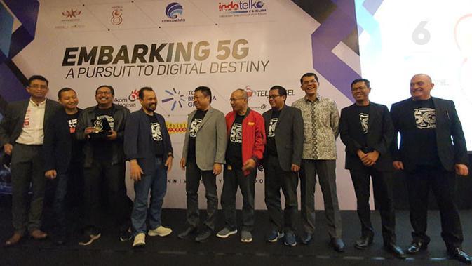 Para pembicara di IndoTelko Forum 2019 dengan tema Embarking 5G yang digelar di Balai Kartini, Jakarta, Kamis (27/11/2019). (Liputan6.com/ Agustin Setyo W).