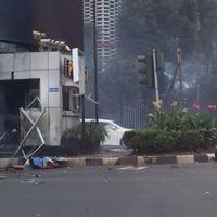 Bukan sekali, tiga ledakan sekaligus terjadi di kawasan Sarinah, Kamis (14/1).