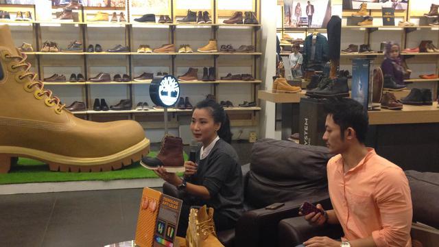 suositut kaupat tukkukaupassa tukkuhinta Timberland Hadirkan Yellow Boot Super Besar di Senayan City ...