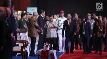 Wakil Presiden Jusuf Kalla didampingi Menteri Pertahanan Ryamizard Ryacudu tiba menghadiri pembukaan pameran Indo Defence 2018 di JiExpo and Forum, di Kemayoran, Jakarta Rabu (7/11). (Merdeka.com/Imam Buhori)