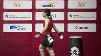 Atlet angkat besi, Sri Wahyuni, usai berlaga pada Asian Games di JIExpo, Jakarta, Senin, (20/8/2018). Sri Wahyuni menyumbang medali perak dengan total angkatan 195 kg. (Bola.com/Vitalis Yogi Trisna)