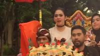 """""""Senangnya Keliling Kota Jembrana dan berjumpa manja dengan masyarakat Negara..Sampai berjumpa manja nanti malam....I love Bali Indonesiaku !!!,"""" tulis Syahrini, Senin (15/8/2016) sebagai keterangan videonya. (Instagram/princessyahrini)"""