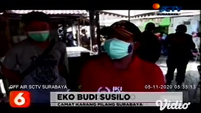 Tim Swab Hunter Pemkot Surabaya termasuk petugas gabungan dari TNI, Polri, dan Satpol PP, menggelar razia protokol kesehatan  di seluruh pintu masuk Kota Surabaya, salah satunya di kawasan Jalan Mastrip, Karang Pilang pada Rabu pagi (4/11).